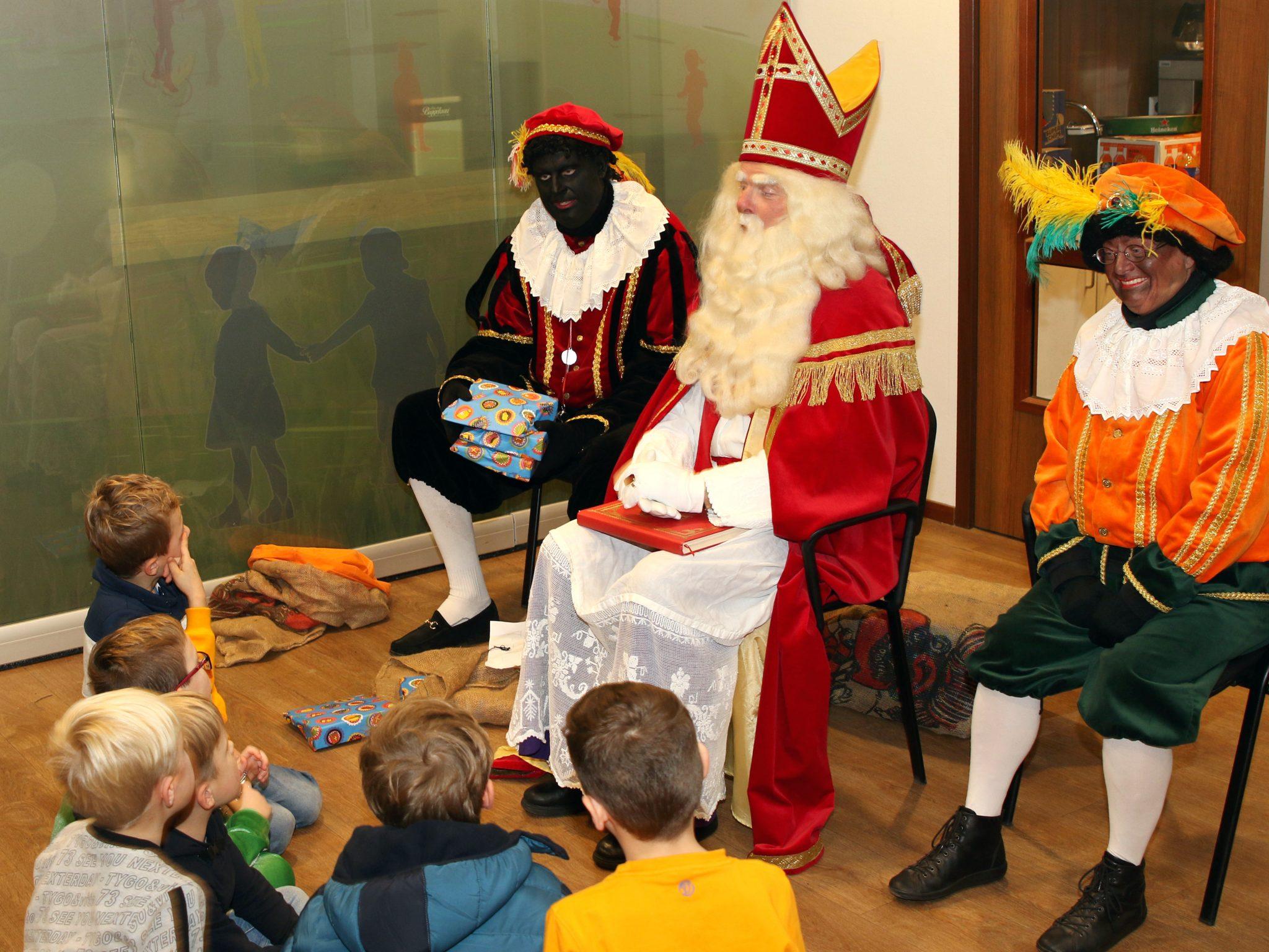 Sinterklaas bezoekt jongste SC Gastel jeugd