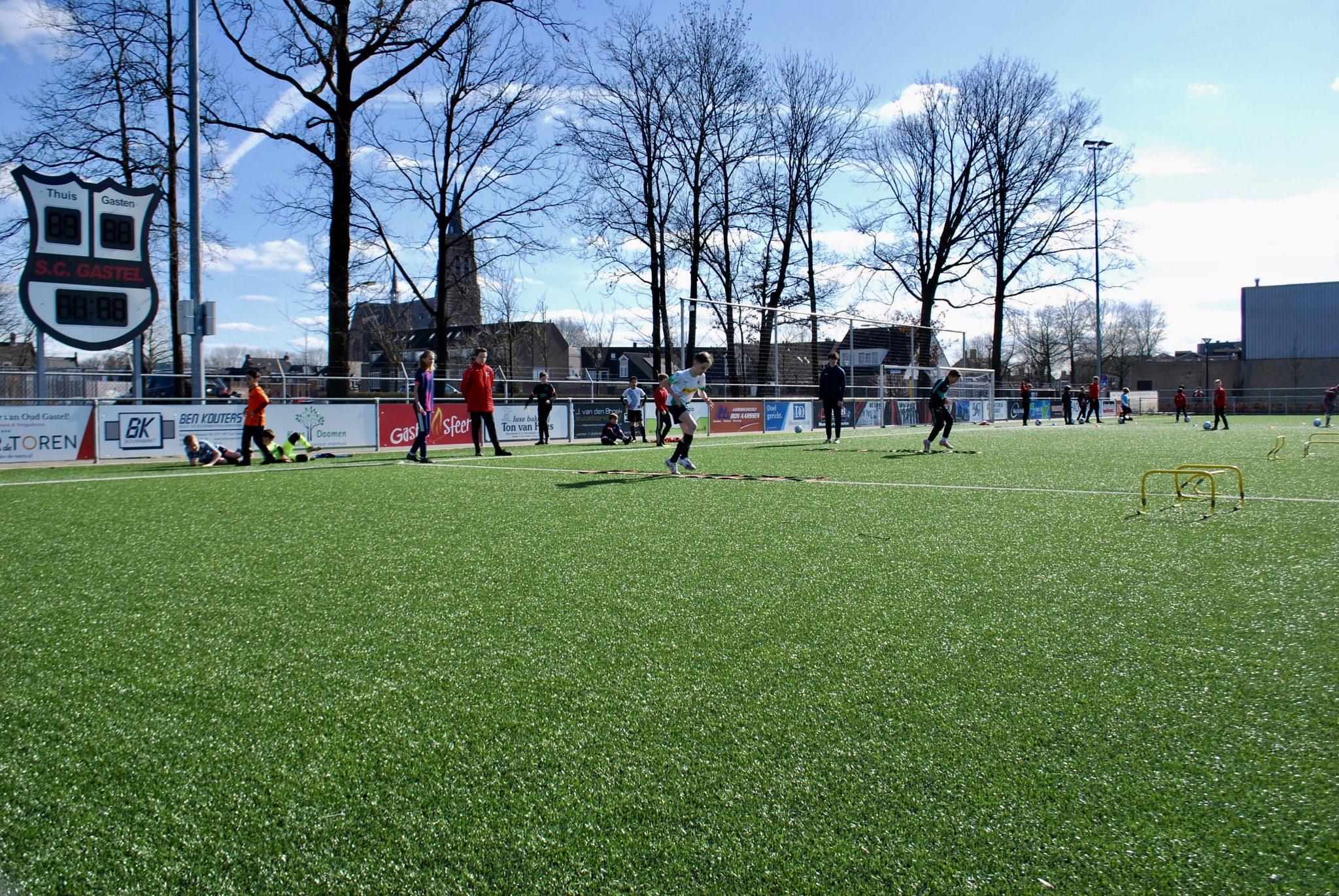 Voetbalschooldag bij SC Gastel groot succes.