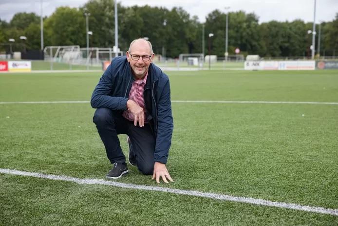 Bij SC Gastel lijkt het voetbalveld wel een golfslagbad